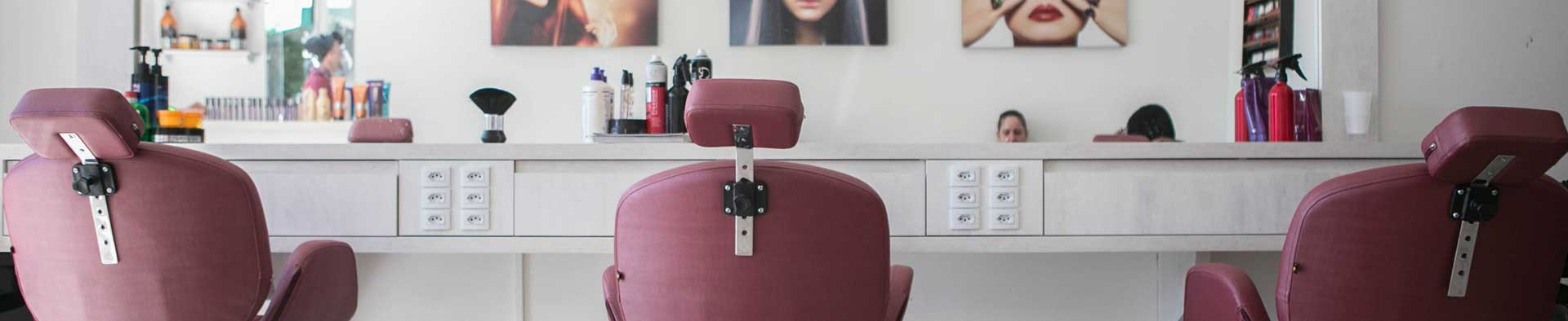 Hairdressers in Coronavirus time, online appointments and protection screens